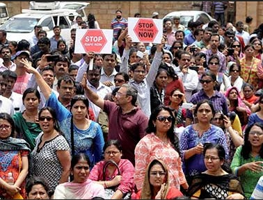 Parents protesting against rape of VIBGYOR student