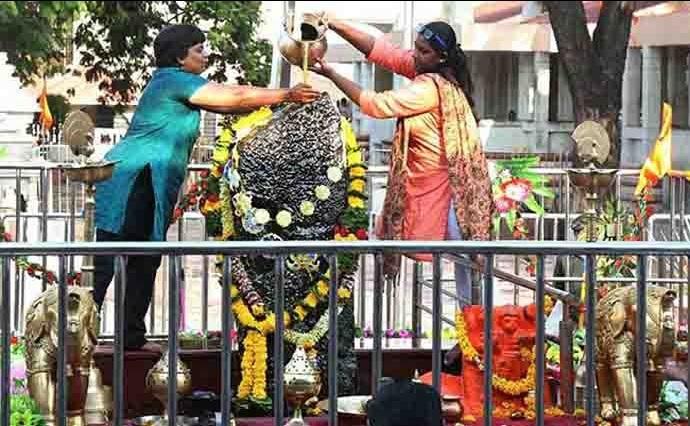 Shani Temple, Trupti Desai